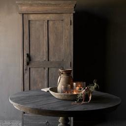 Robuster eintüriger Schrank aus altem Holz mit Schublade und drei Regalen-1