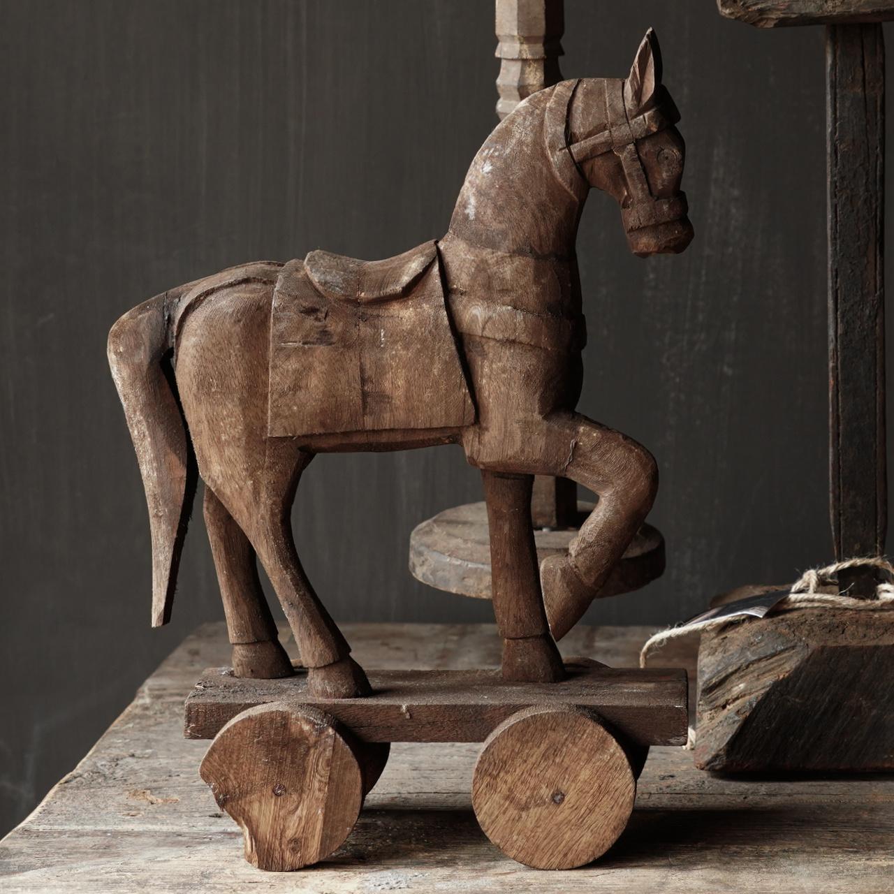 Holzpferd handgefertigt aus altem Holz-3