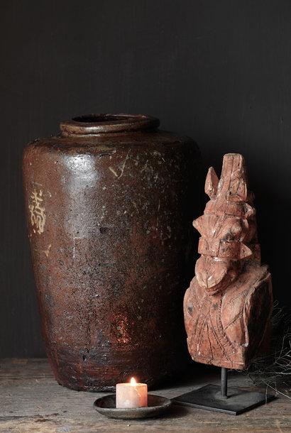 Einzigartiges authentisches altes Holzpferd auf Eisenstativ