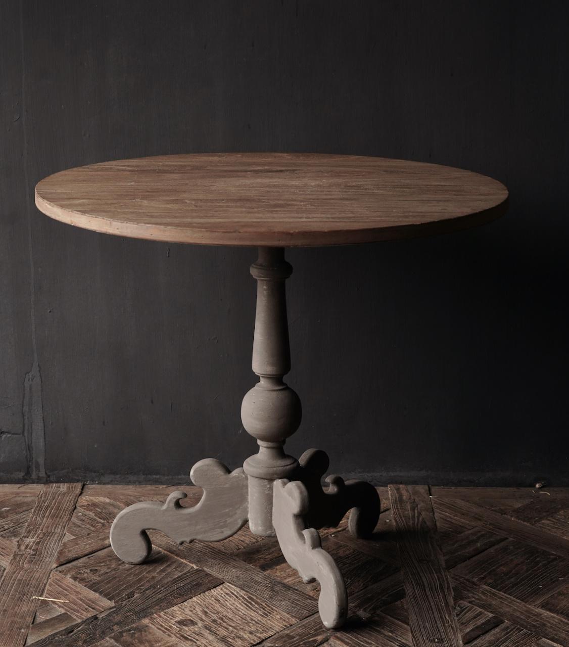 Weintisch mit mattgrauem Bein mit Eichenplatte-2