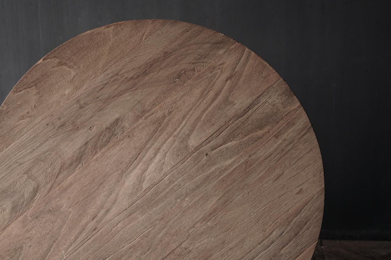 Weintisch mit mattgrauem Bein mit Eichenplatte-4