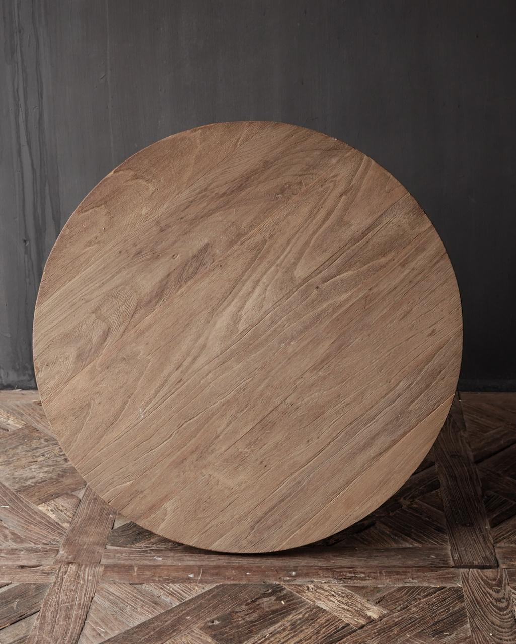 Weintisch mit mattgrauem Bein mit Eichenplatte-5