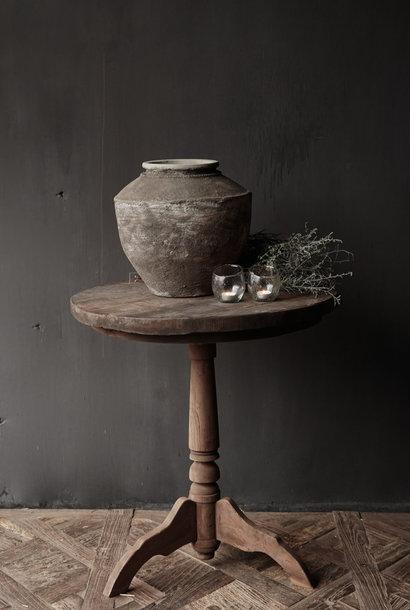 Stoere  ronde wijntafel gemaakt van oud gebruikt hout