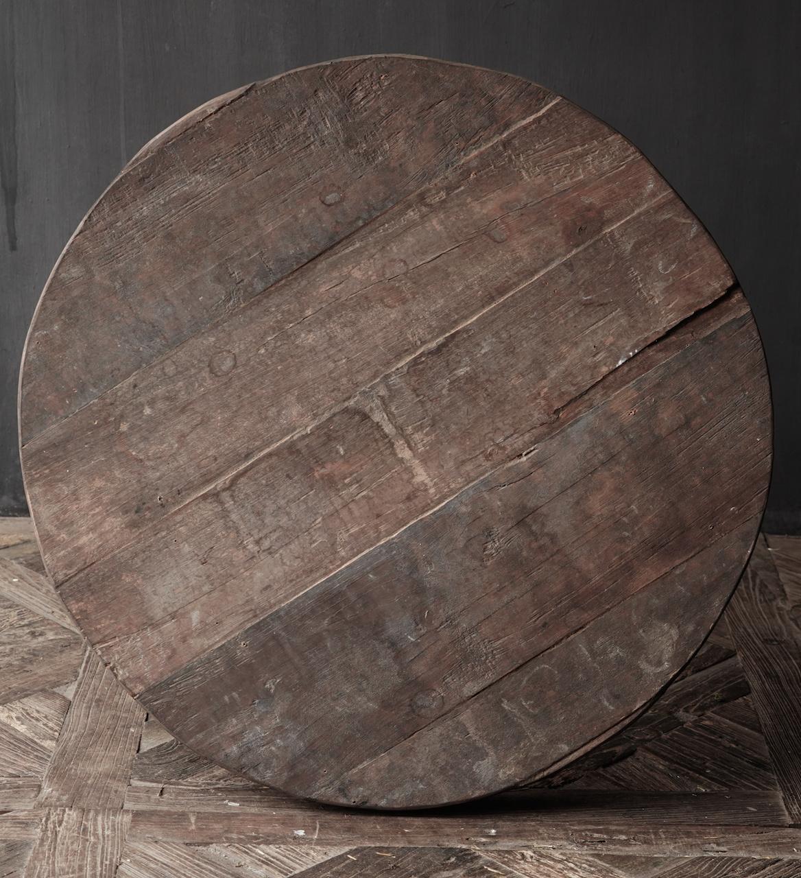 Stoere  ronde tafel gemaakt van oud gebruikt hout-3