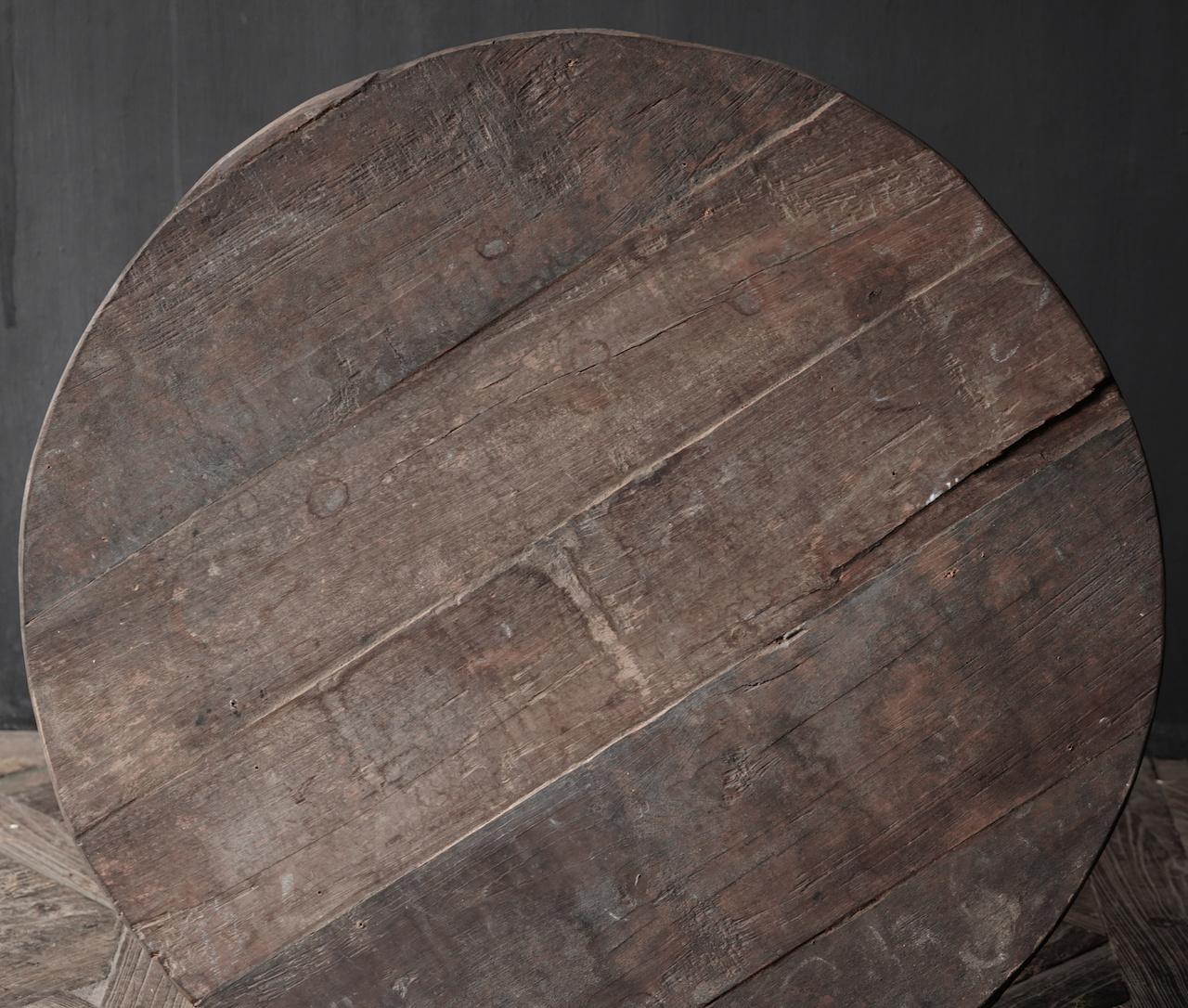 Stoere  ronde tafel gemaakt van oud gebruikt hout-4