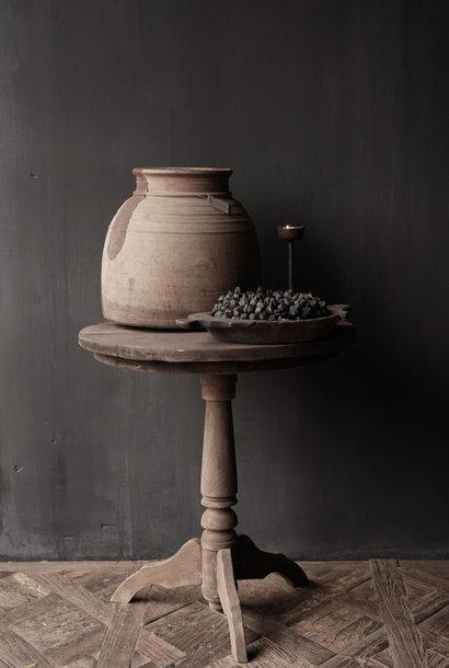Robuster runder Weintisch aus altem gebrauchtem Holz