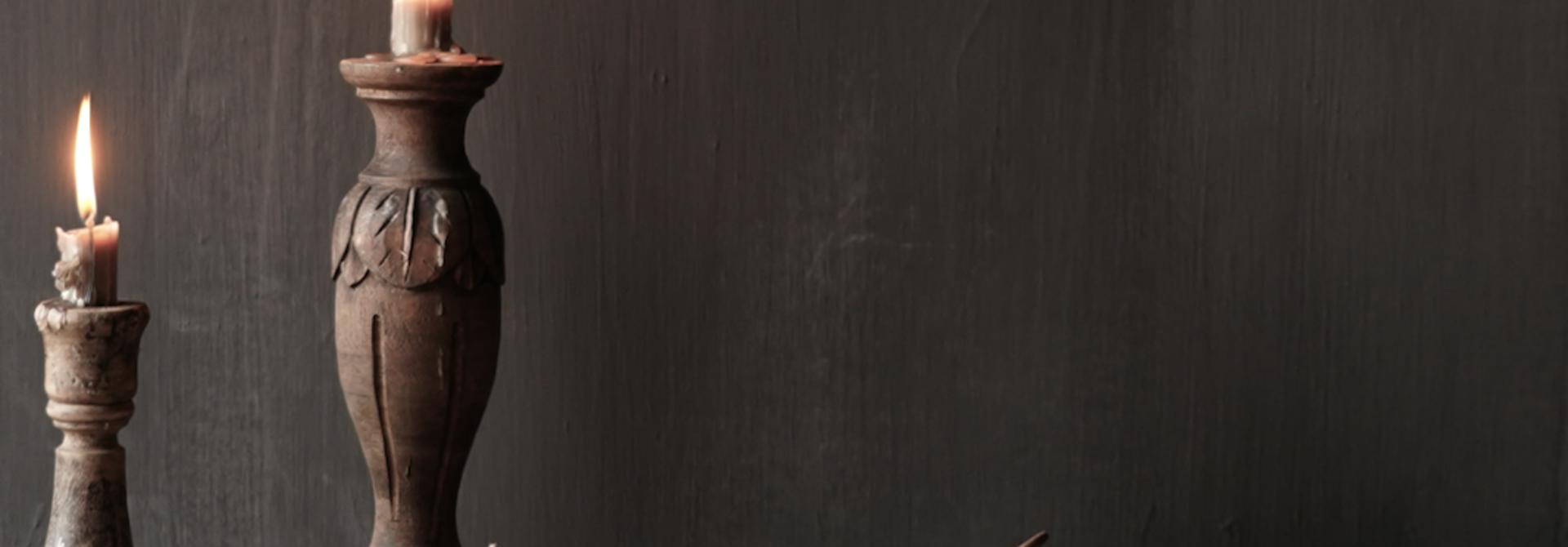 Große flache alte authentische Holzschale mit Deckel