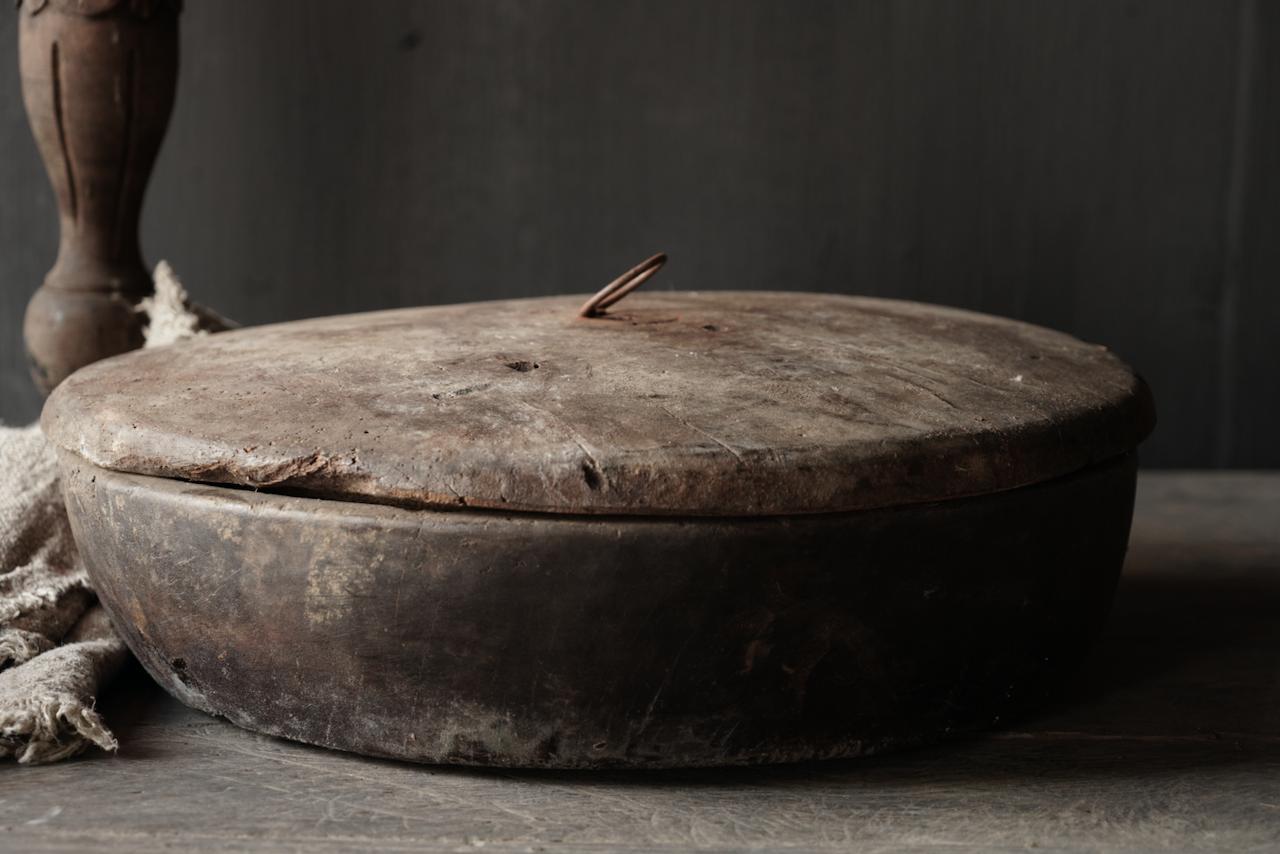 Große flache alte authentische Holzschale mit Deckel-5