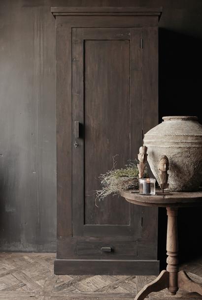 Prachtig , Stoer, Hoog donker Landelijk oud houten kast