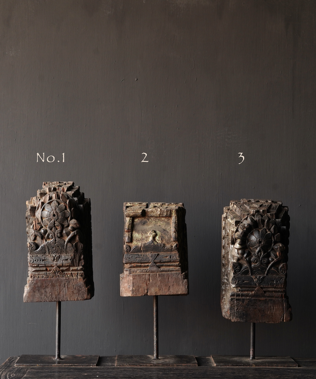 Holzverzierung auf Eisenständer-2