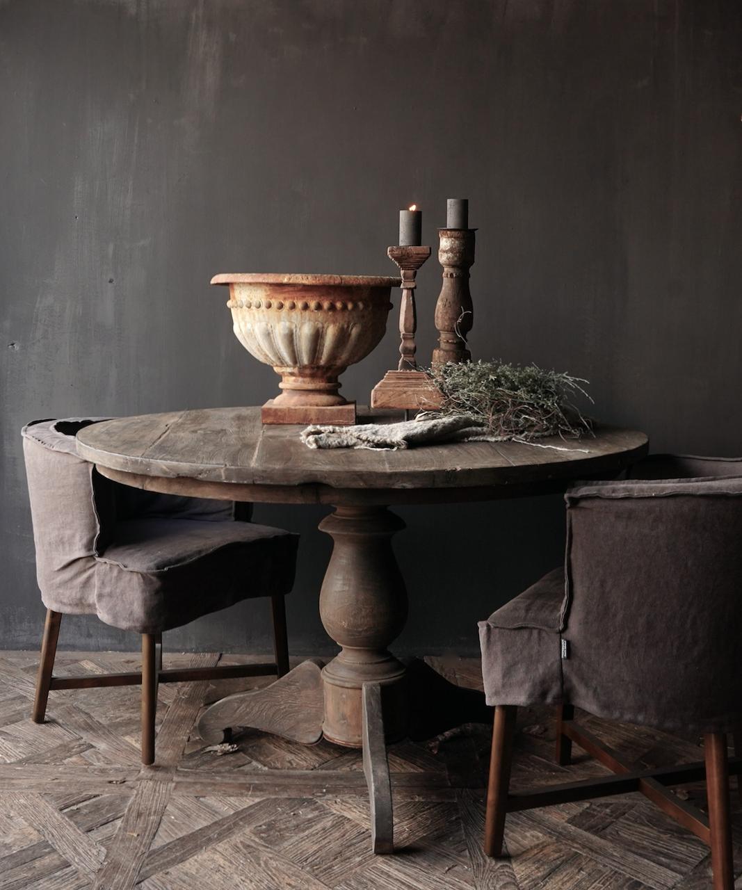 Stoer Robuster runder Tisch aus altem gebrauchtem Holz-1