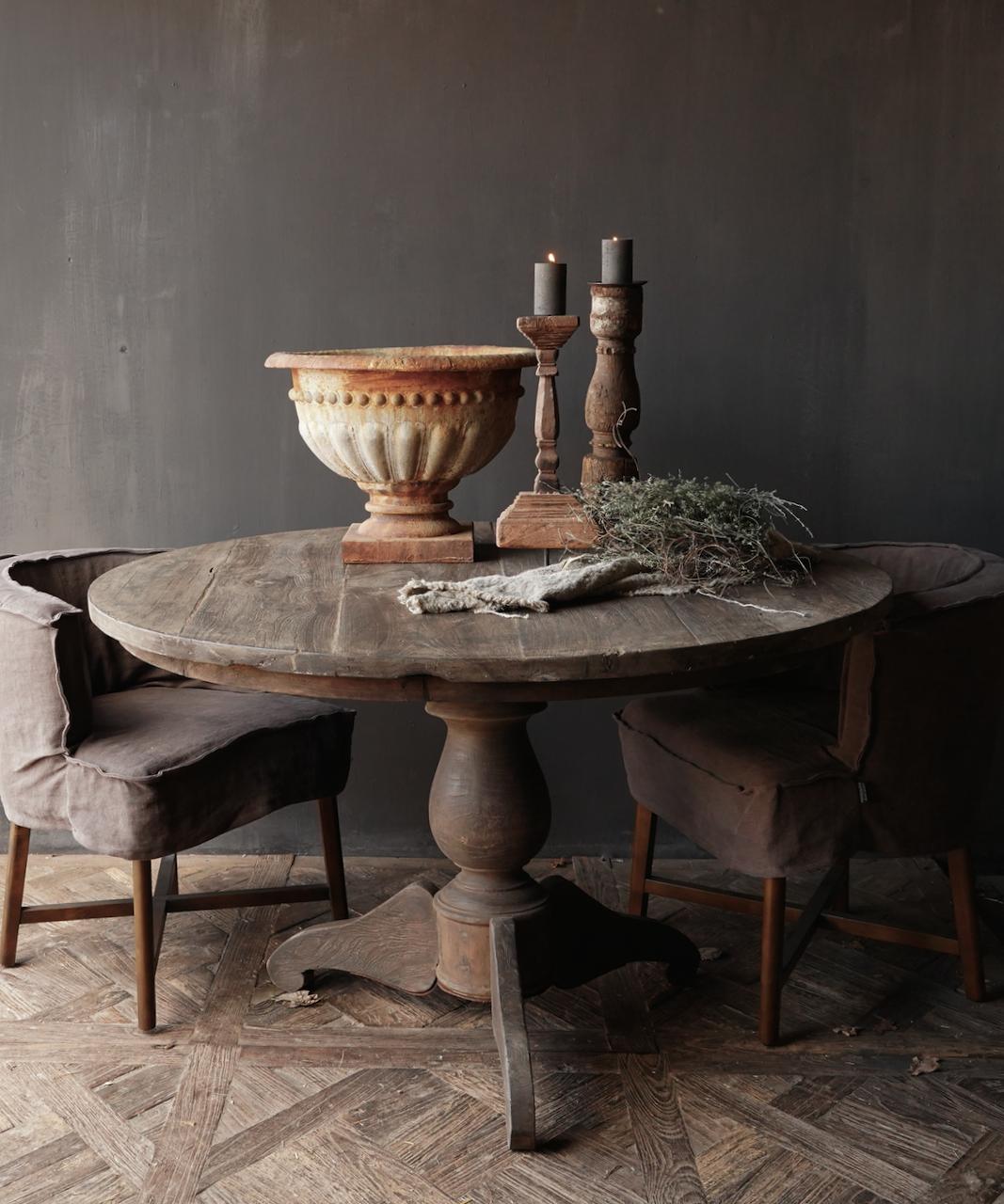 Stoer Robuster runder Tisch aus altem gebrauchtem Holz-5