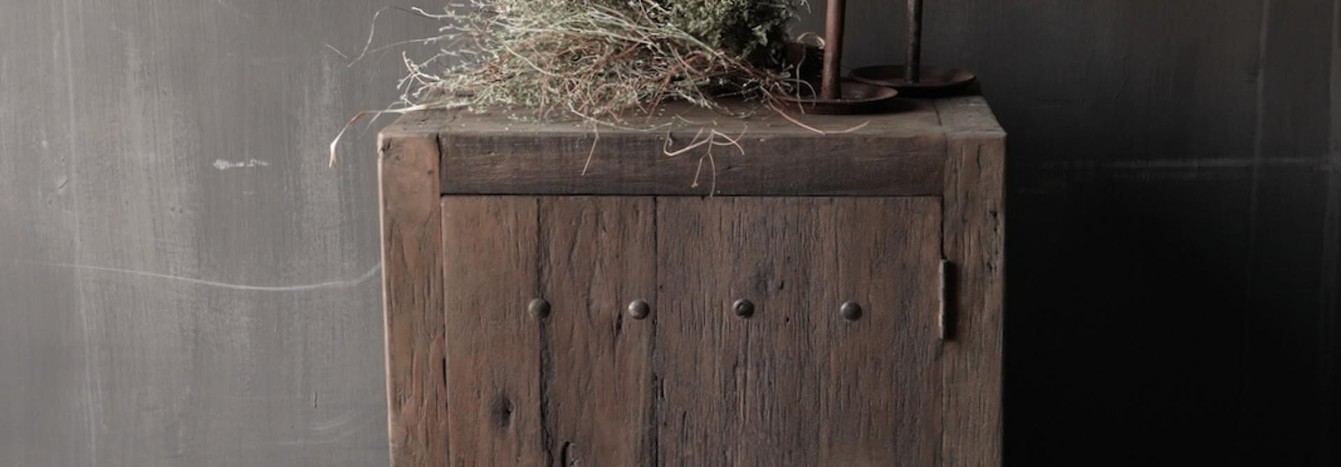 Stoer eendeurs  kastje  van robuust hout