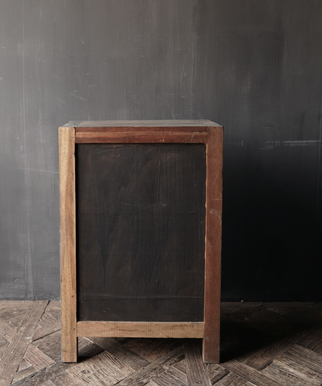 Stoer eendeurs  kastje  van robuust hout-6