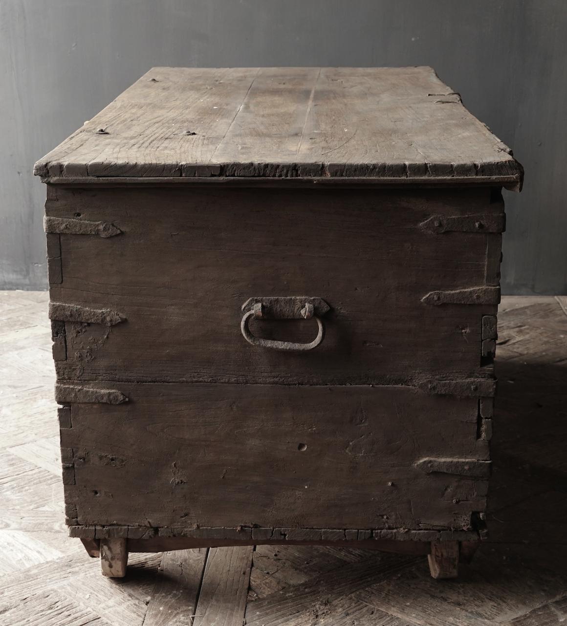 Oude Authentieke houten kist /side table-4