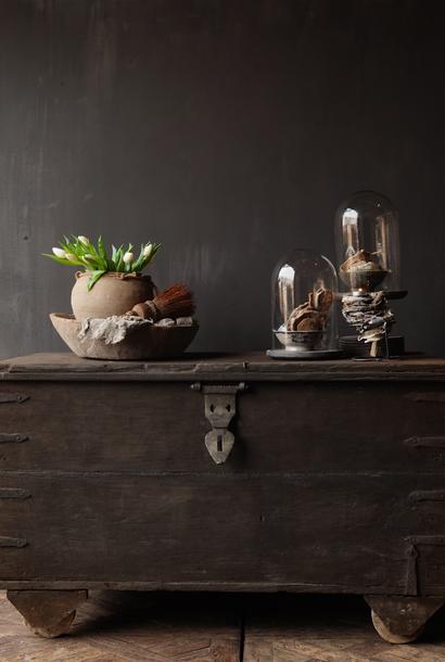 Oude Authentieke houten kist /side table