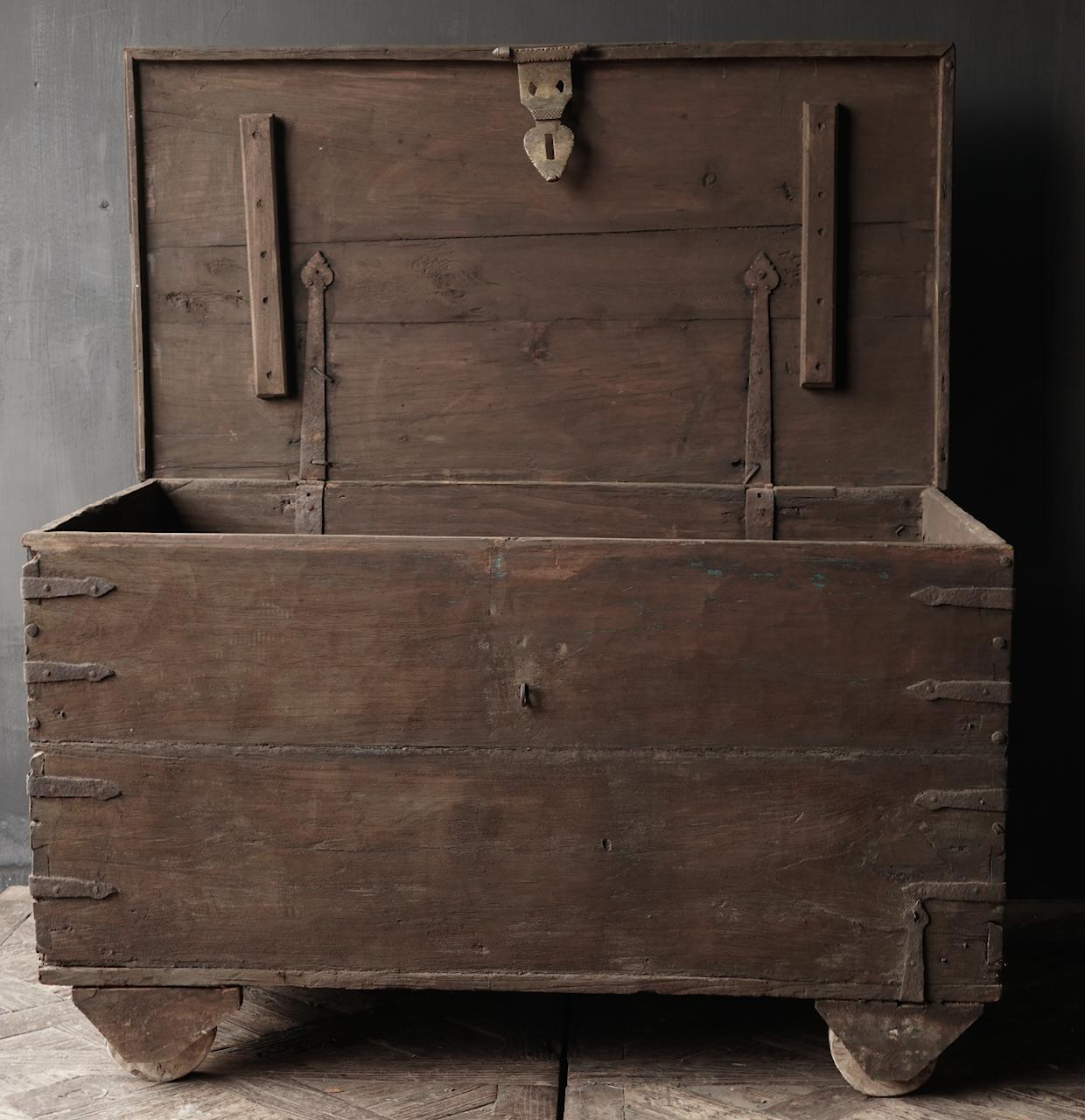 Oude Authentieke houten kist /side table-5