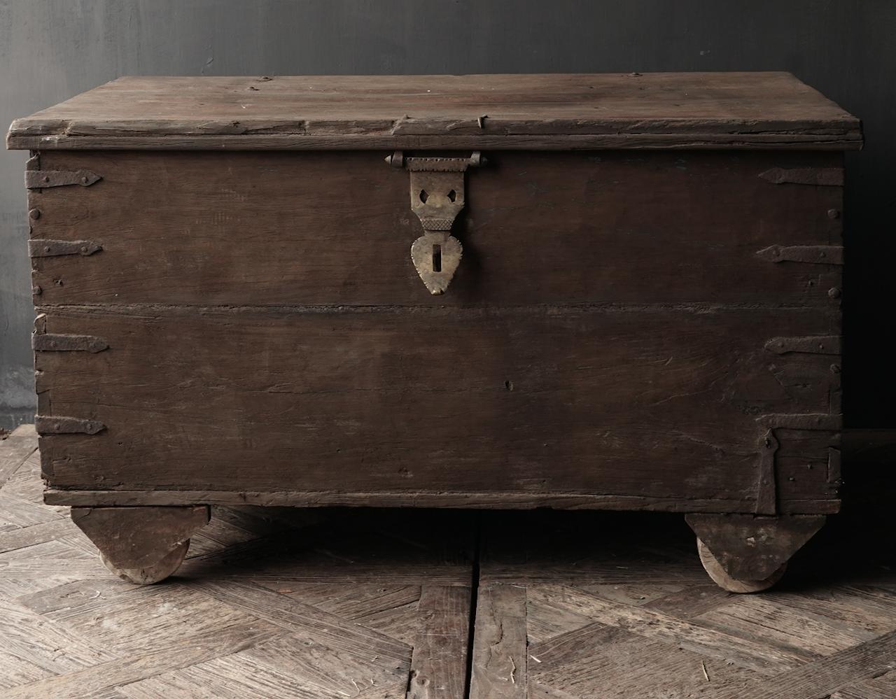 Oude Authentieke houten kist /side table-3