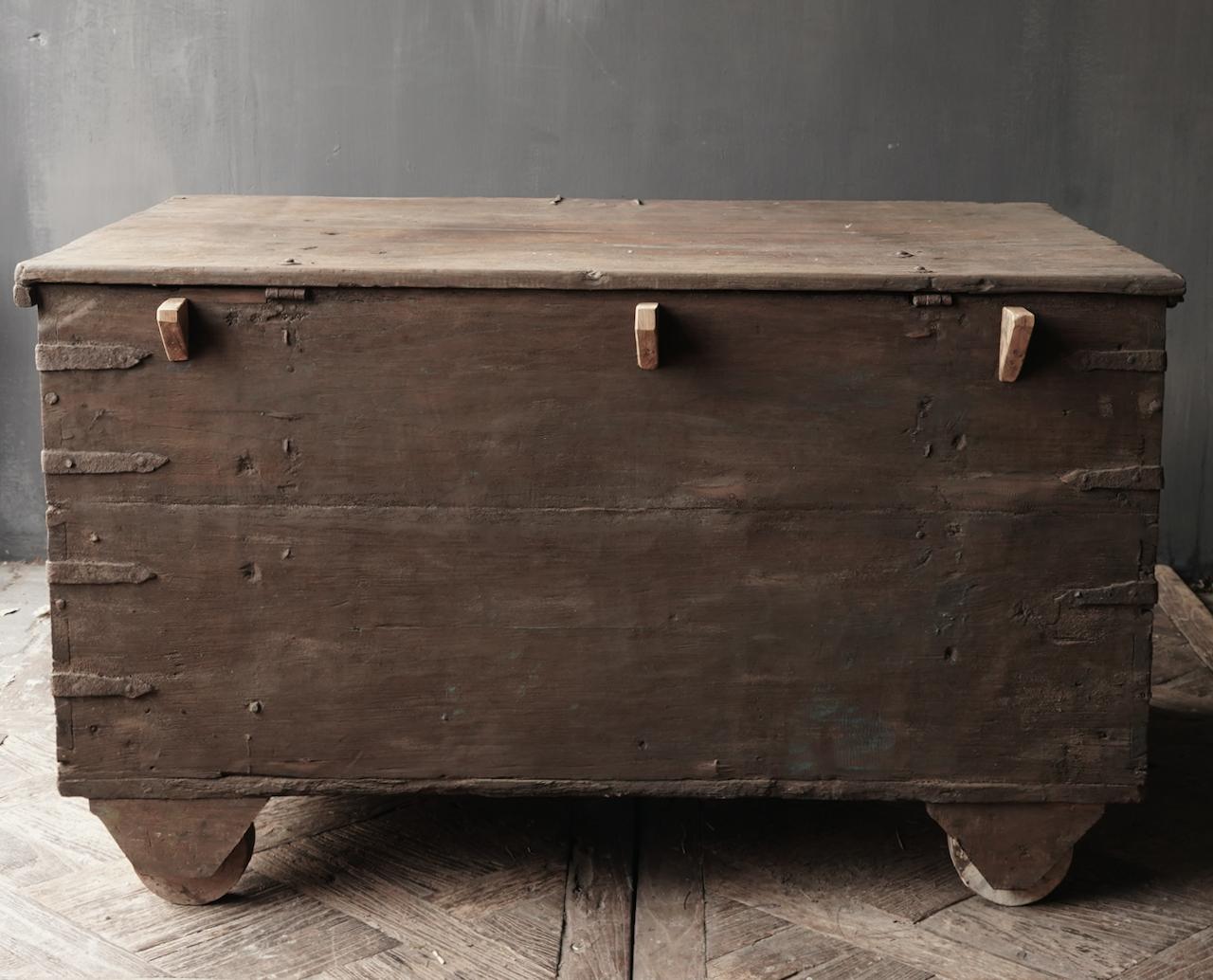Oude Authentieke houten kist /side table-6