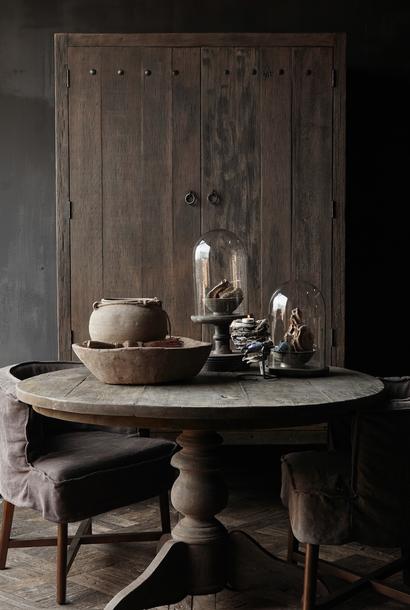 Robuster, robuster runder Tisch aus altem gebrauchtem Holz