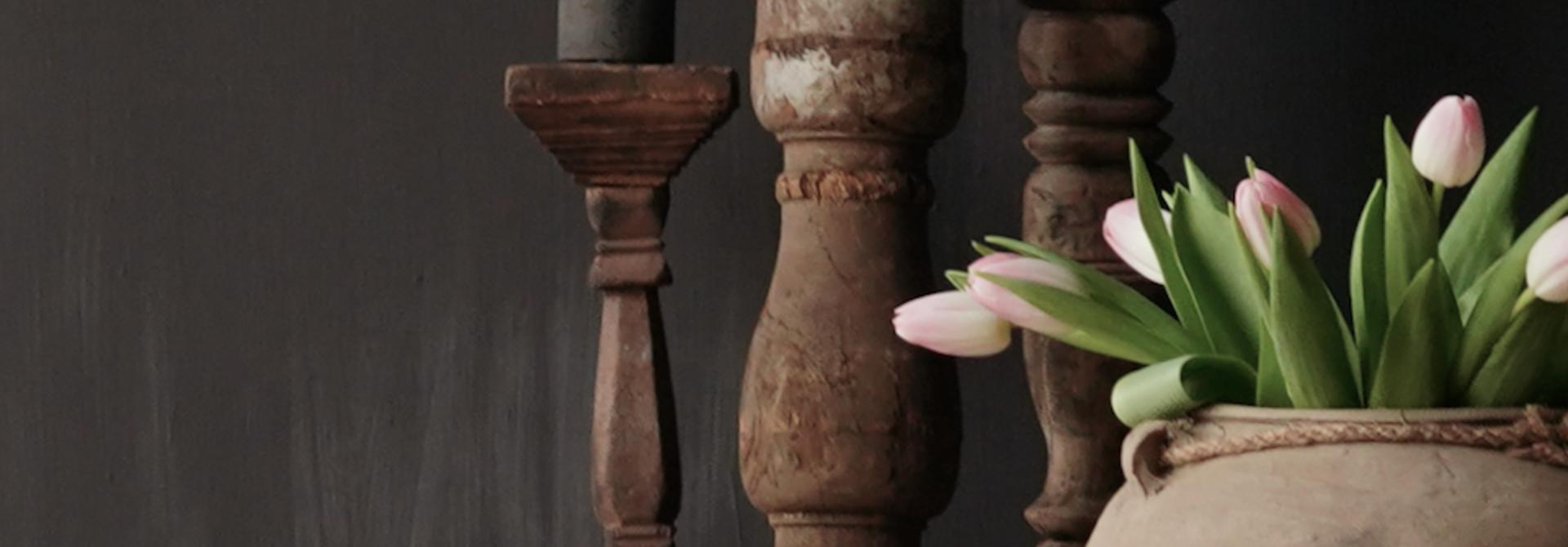 Houten Nepalese kandelaar van oud ornament