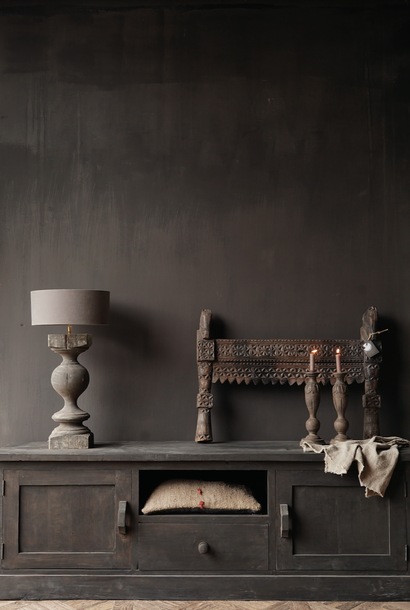 Stoer Tv Meubel / dressoir van  donker oud  hout