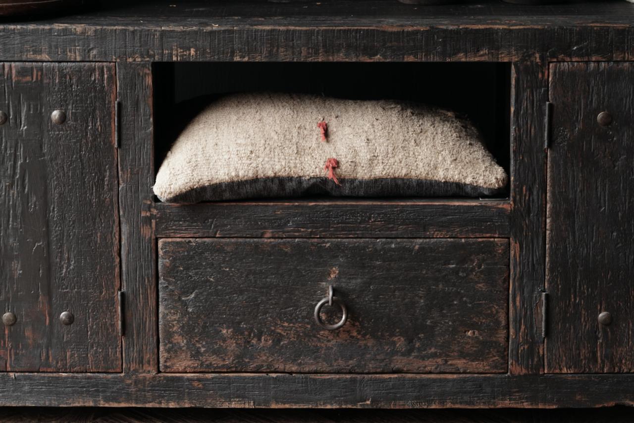 Stoer tv meubel  van oud  zwart/bruin robuust hout-5