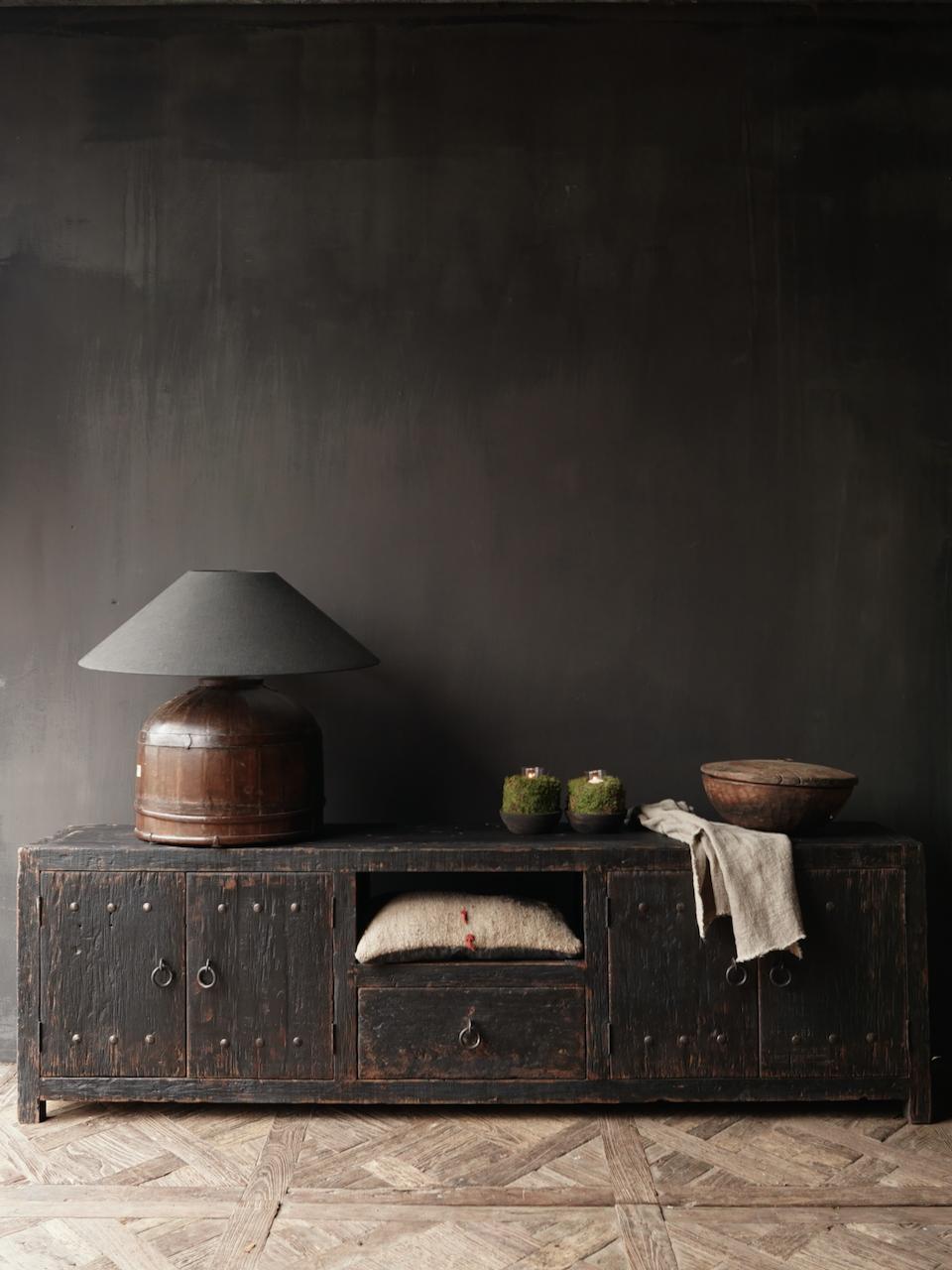 Stoer tv meubel  van oud  zwart/bruin robuust hout-1