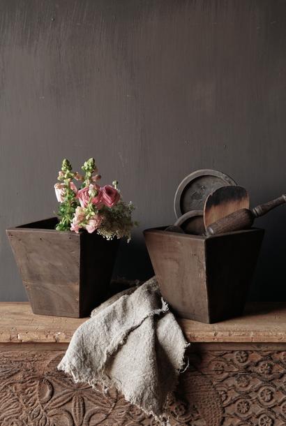 Taps toelopend oud houten bakje