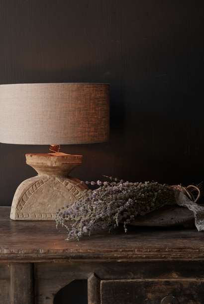 Tischlampe aus altem Holzornament