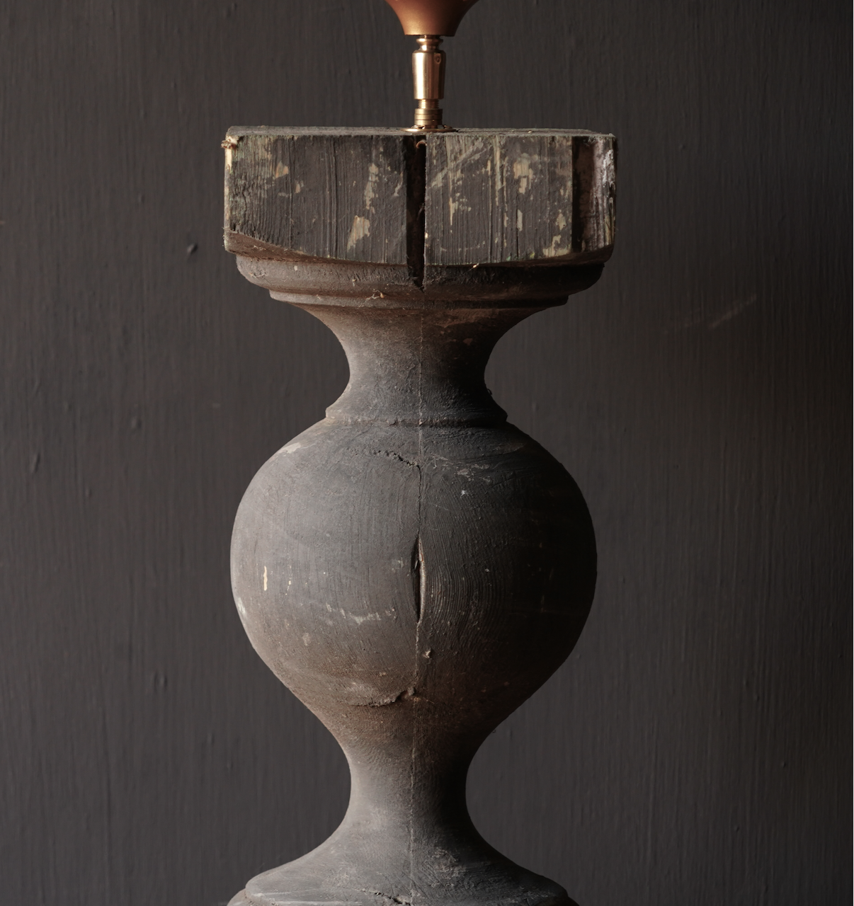 Old wooden baluster lamp-3