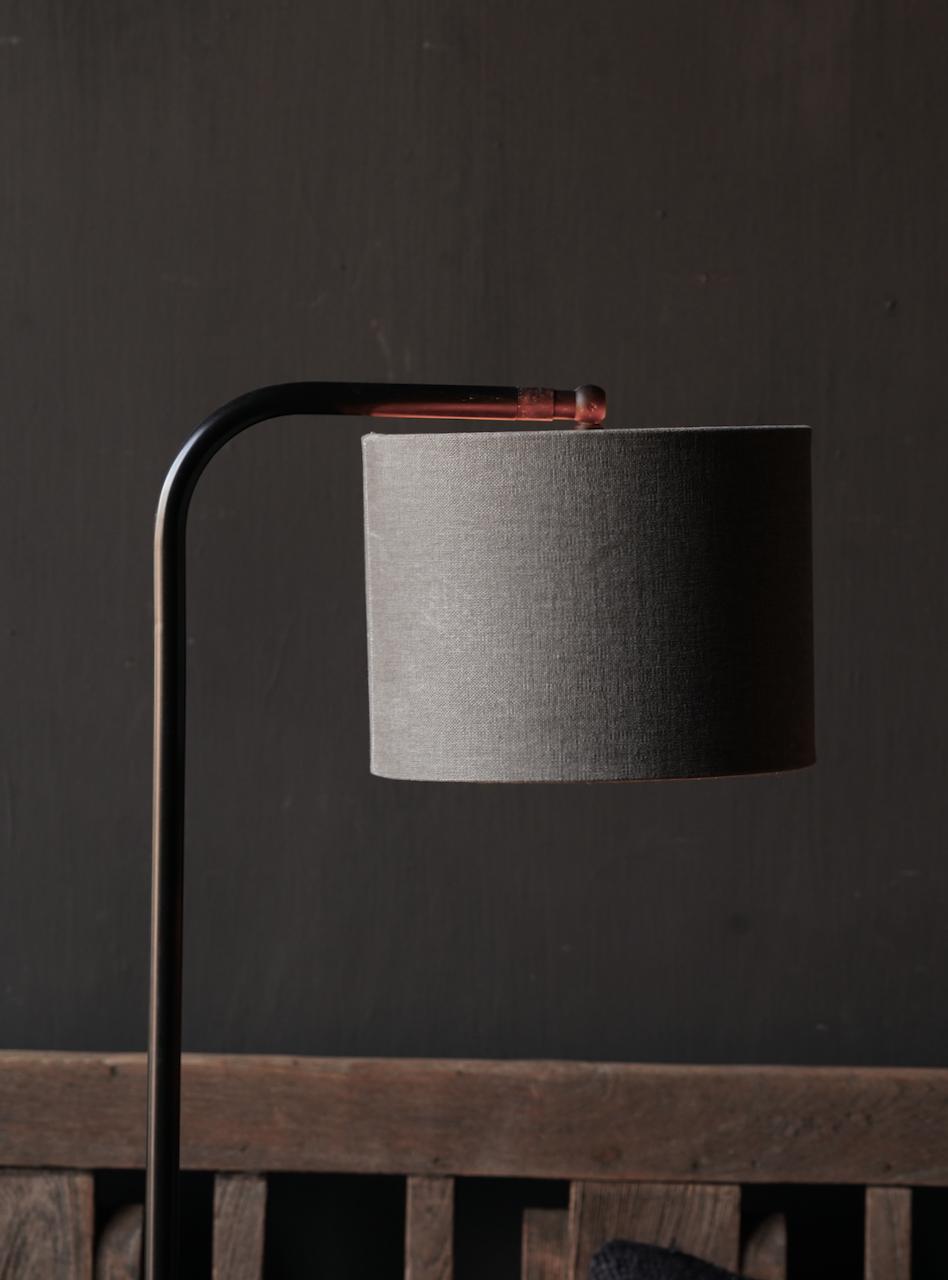 Eisen Stehlampe mit Bogen auf Natursteinsockel Aura Peeperkorn-4