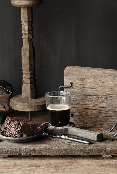 Brot / Serviertablett aus altem Holz mit Eisengriffen