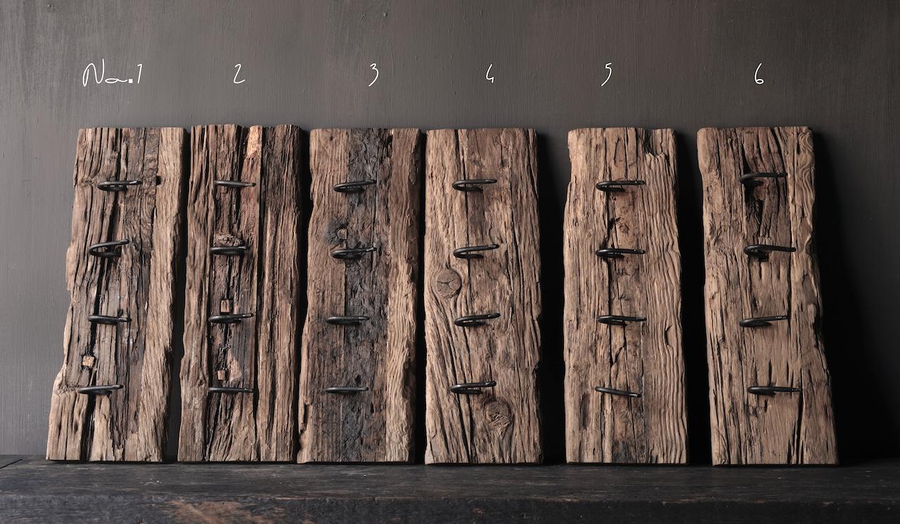 Kapstok van oud hout met  ijzeren haken-3