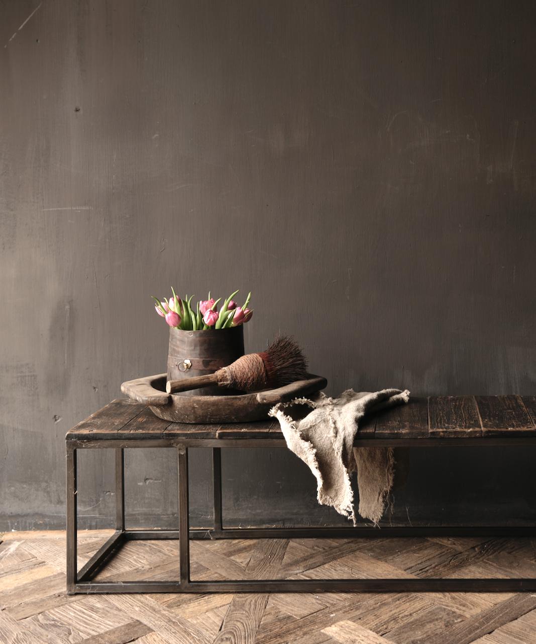 Salontafel van oude plankjes  met ijzeren onderstel-1