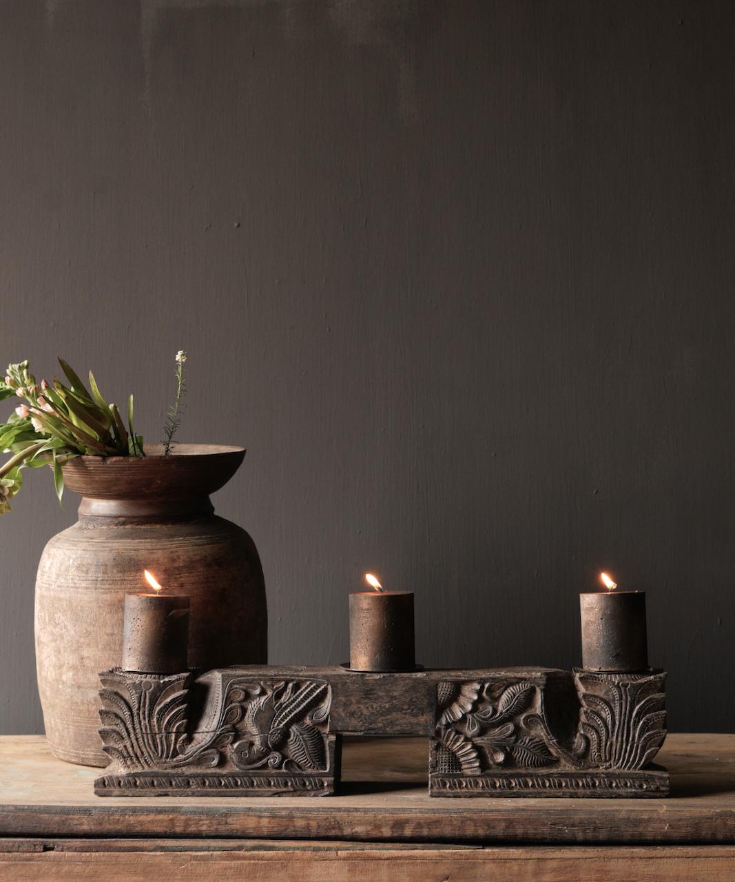Kerzenhalter der alten Verzierung-1