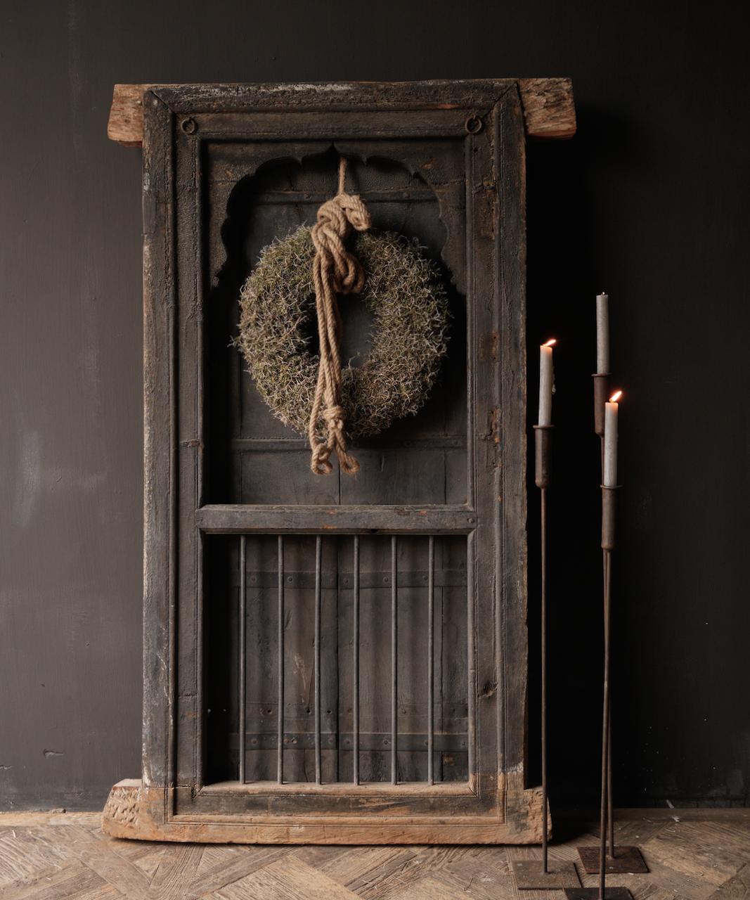Stoer houten raamkozijn met luiken /Deuren-1