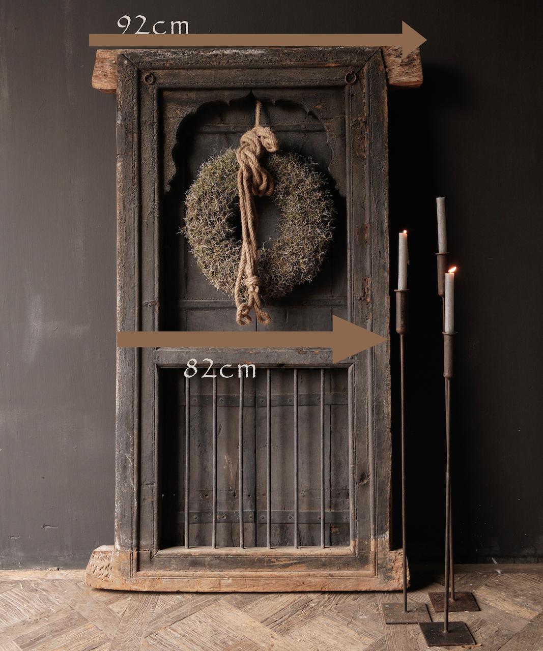 Stoer houten raamkozijn met luiken /Deuren-4