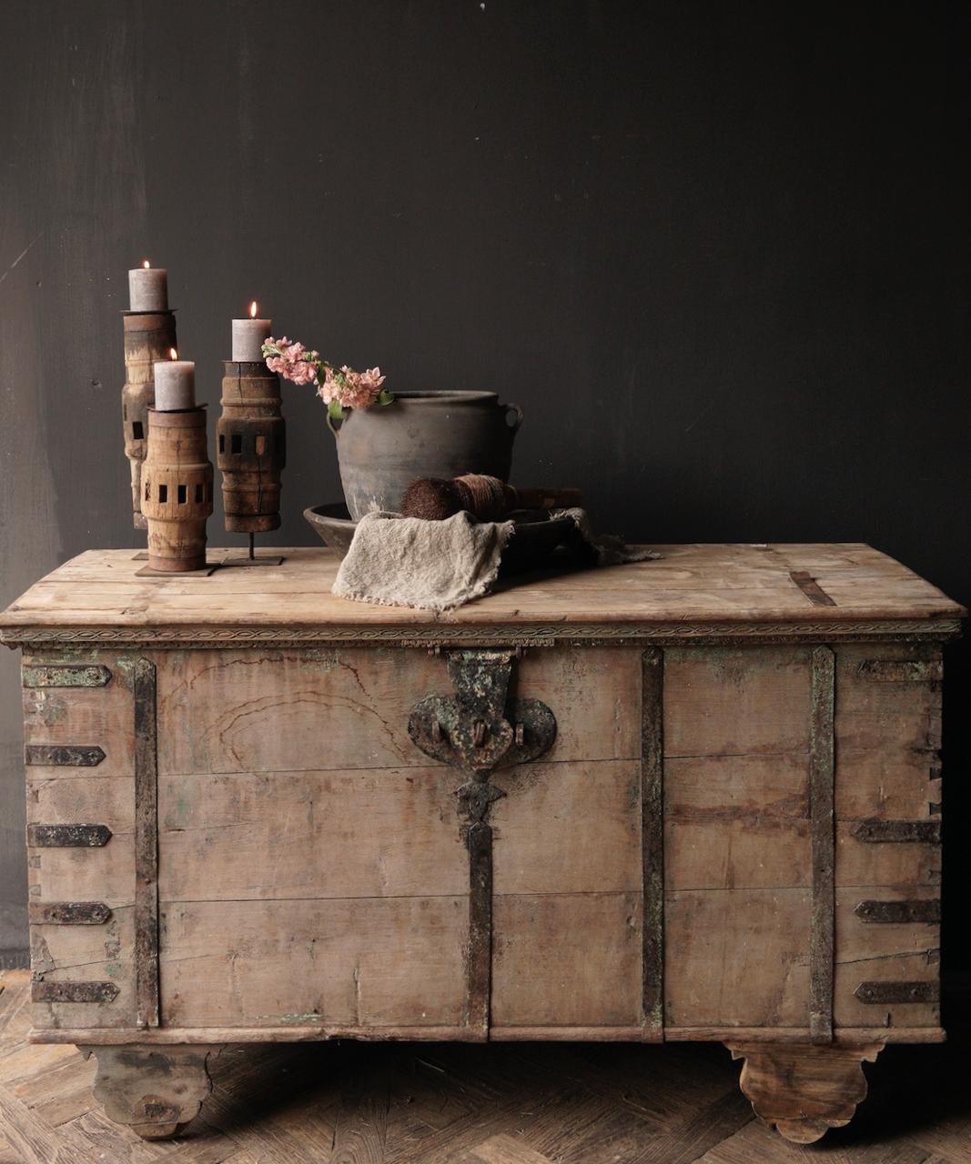 Oude Authentieke houten kist /side table XXL - Copy-1