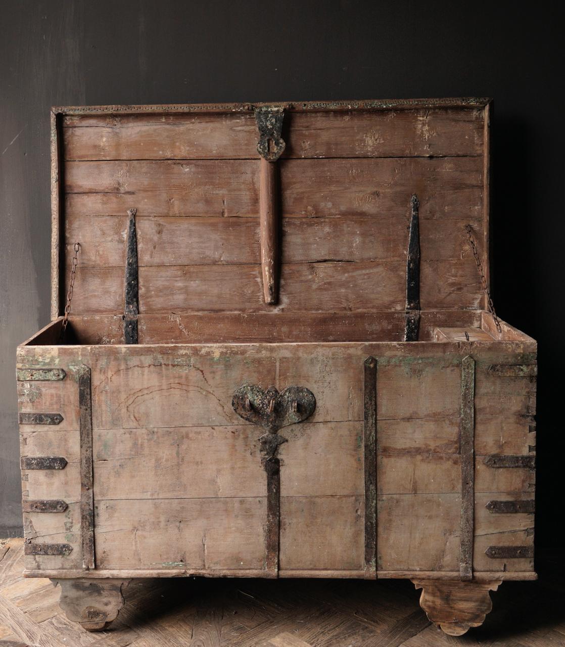 Oude Authentieke houten kist /side table XXL - Copy-3