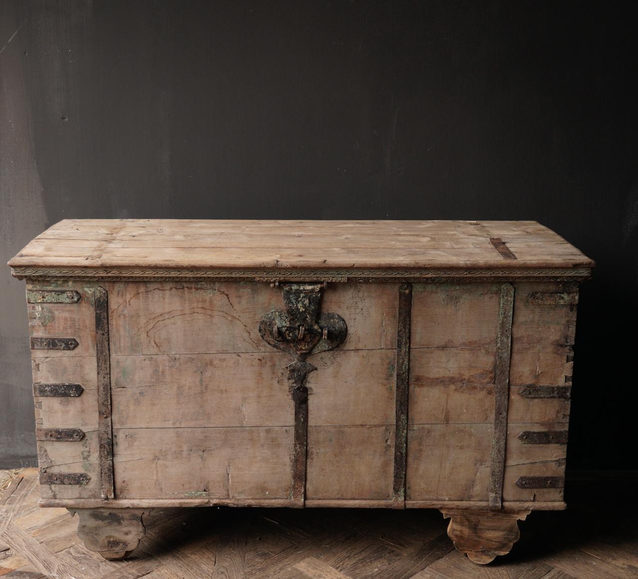 Oude Authentieke houten kist /side table XXL - Copy-4