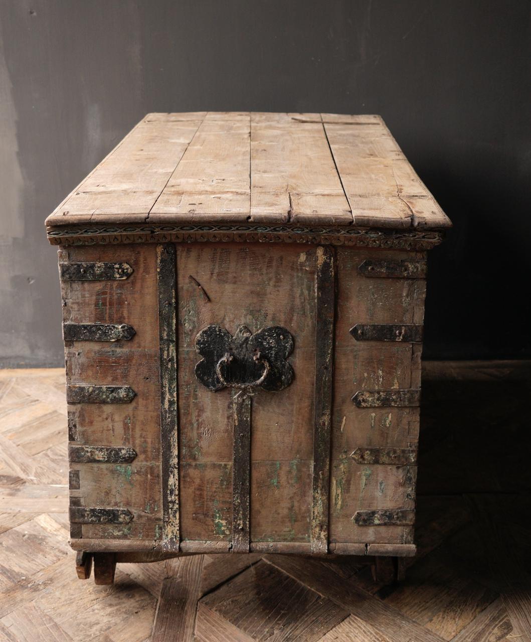 Oude Authentieke houten kist /side table XXL - Copy-5