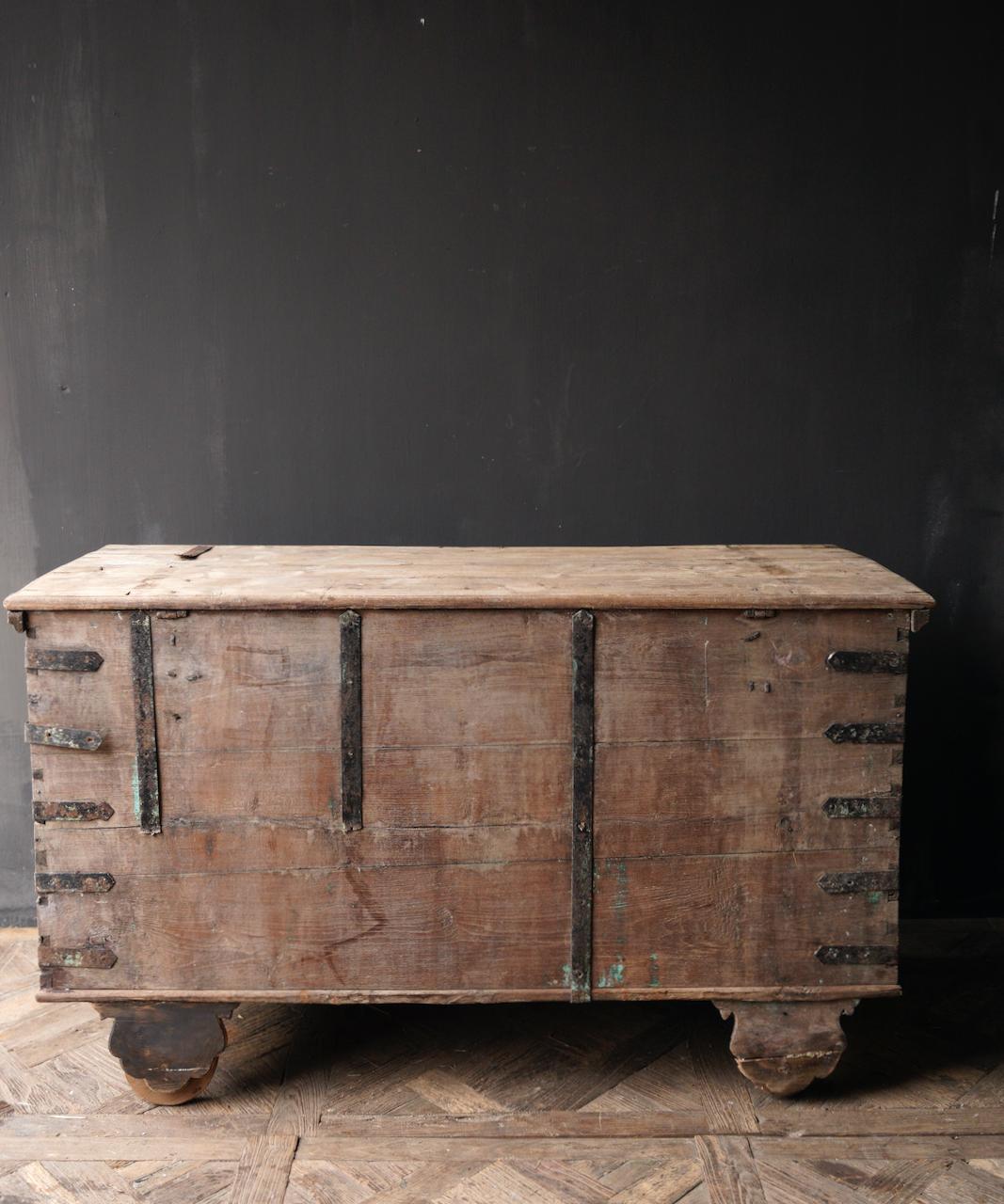 Oude Authentieke houten kist /side table XXL - Copy-7