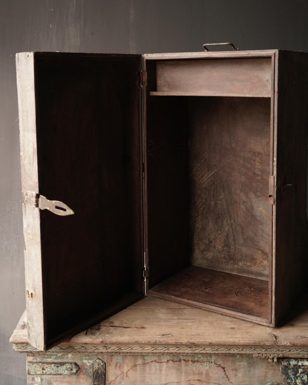 Oude Authentieke houten kist-8