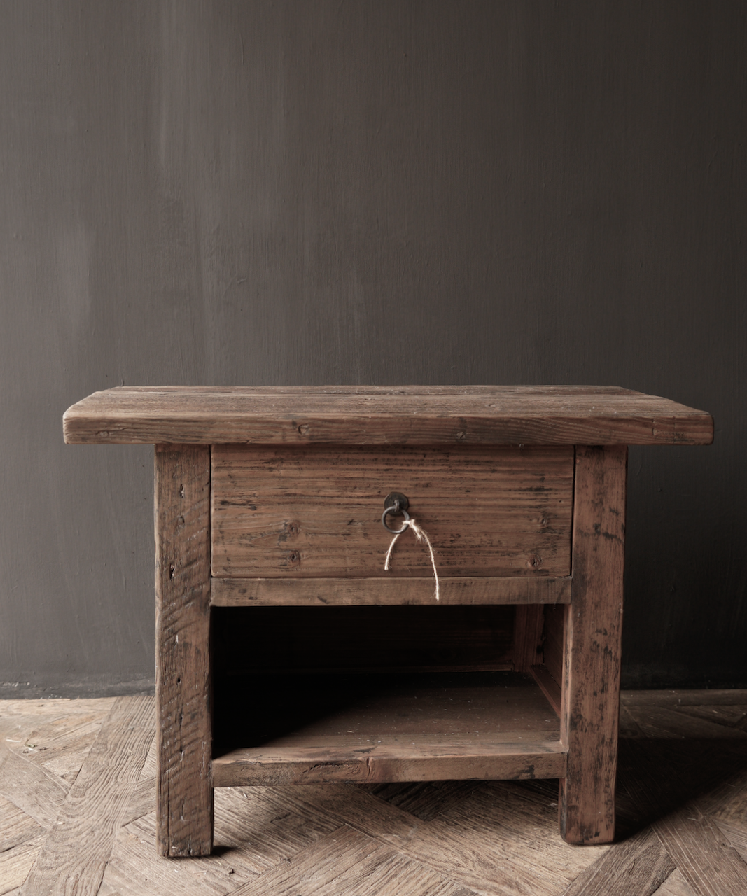 Alter Treibholzholzschrank oder Nachttisch mit Schublade-2