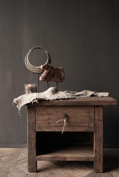 Oud driftwood houten kastje   oftewel nachtkastje met lade