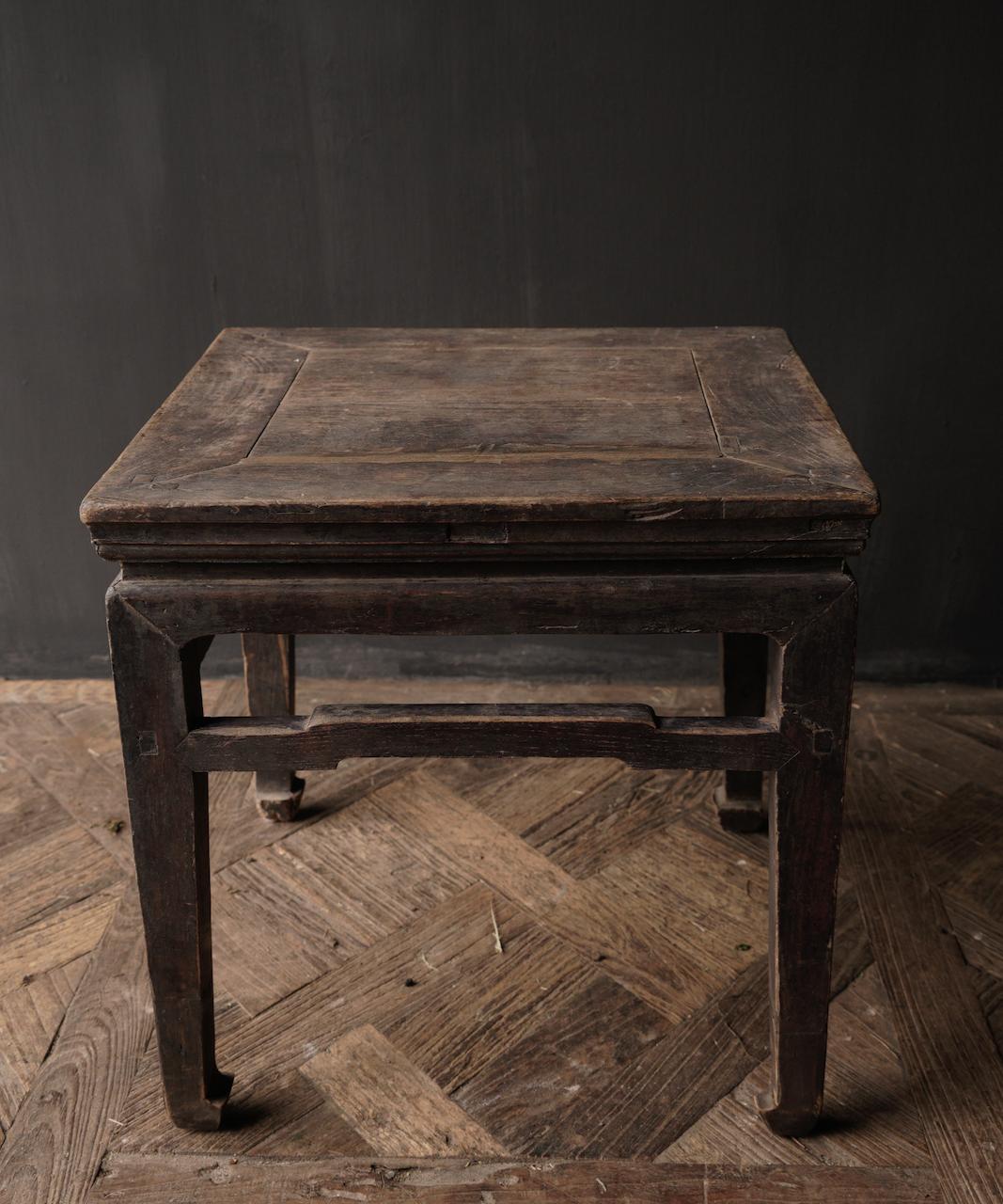 Altes authentisches hölzernes Salon- / Beistelltischquadrat Einzigartiges Einzelteil-8