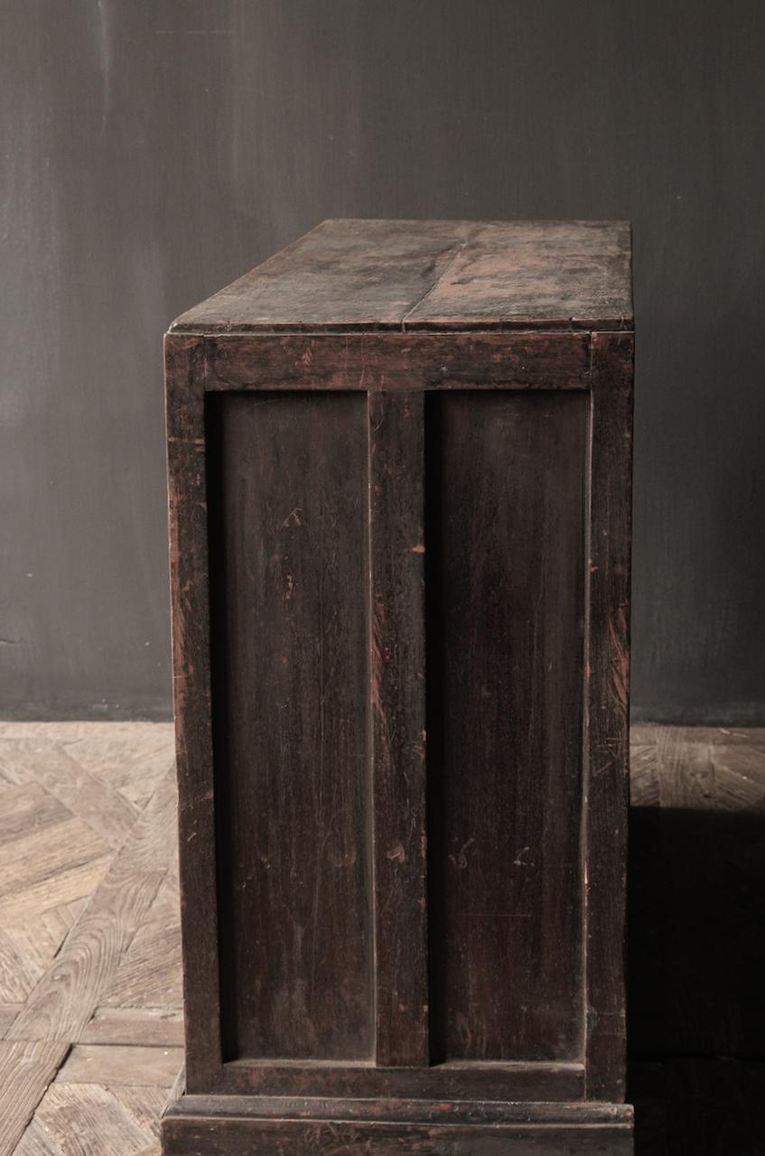 Alter authentischer Holzschrank-3