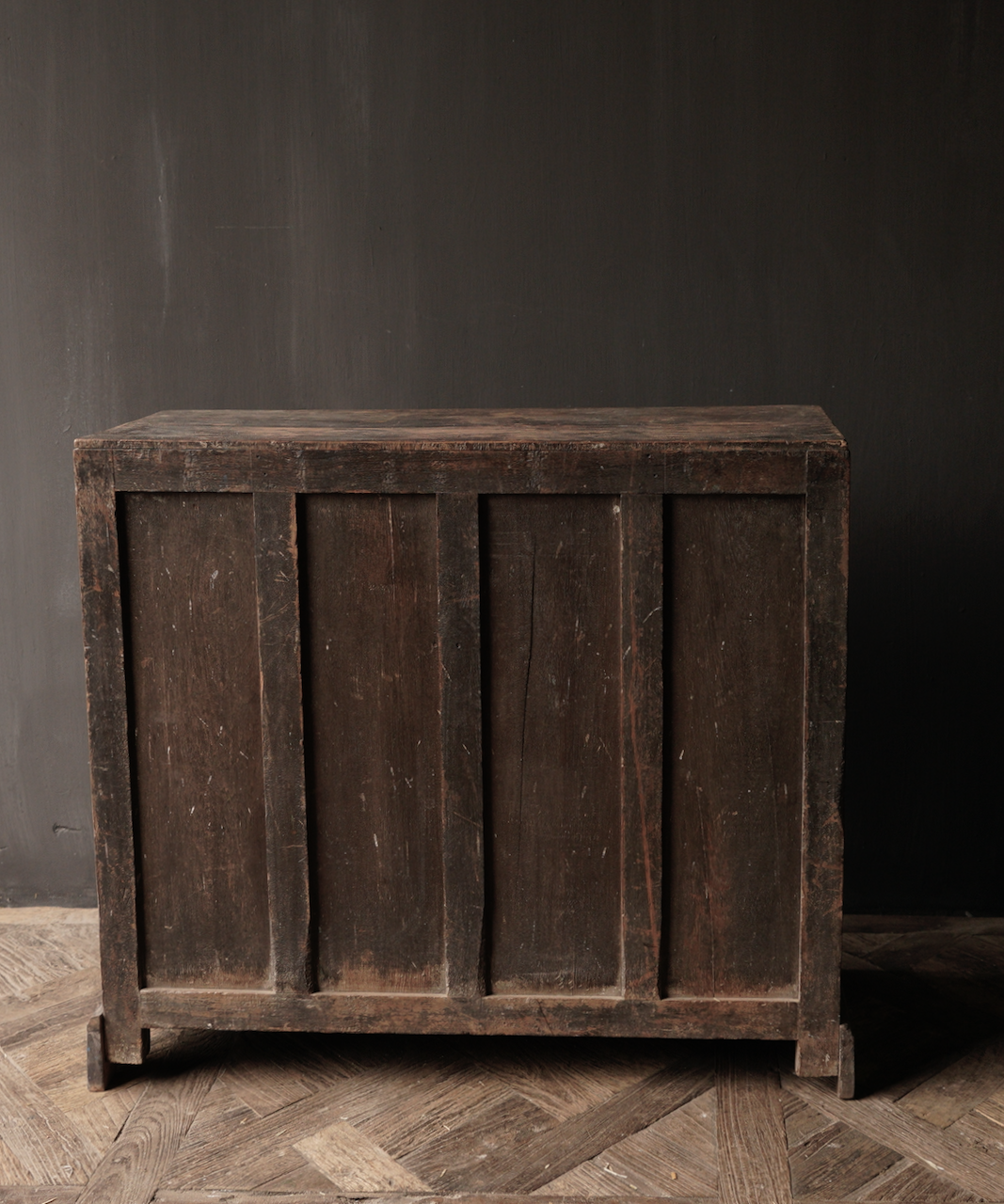 Alter authentischer Holzschrank-4