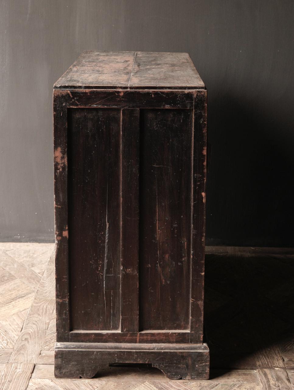 Alter authentischer Holzschrank-5